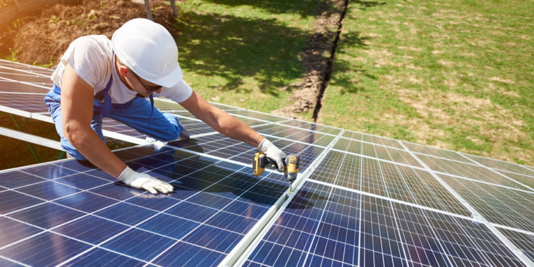10 Questions to Ask Before Hiring a Solar Panel Contractor